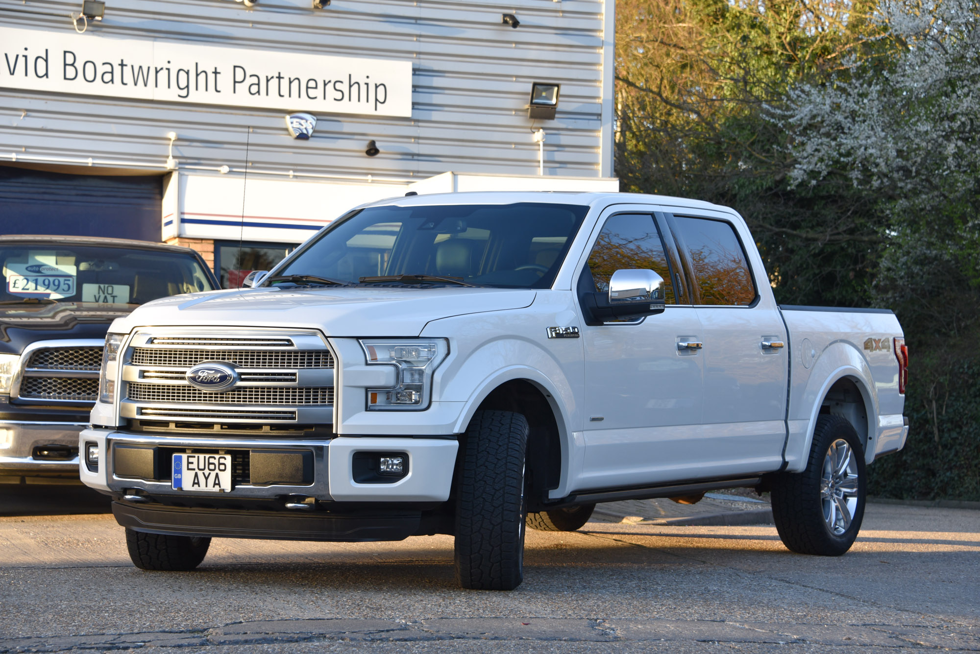 for sale ford f150 platinum super crew 4x4 1 500 miles. Black Bedroom Furniture Sets. Home Design Ideas